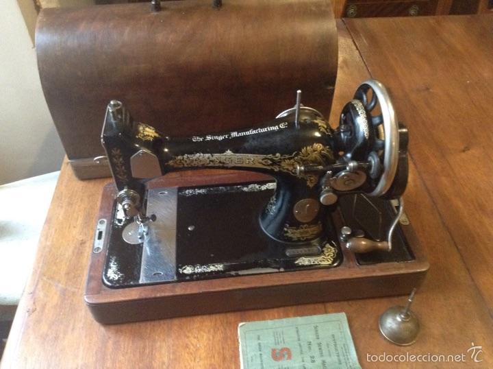MAQUINA DE COSER SINGER 1925, N 28 Y REGALO (Antigüedades - Técnicas - Máquinas de Coser Antiguas - Singer)