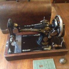 Antigüedades: MAQUINA DE COSER SINGER 1925, N 28 Y REGALO. Lote 54929940