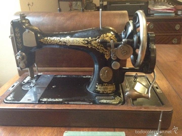 Antigüedades: Maquina de coser Singer 1925, n 28 y regalo - Foto 2 - 54929940