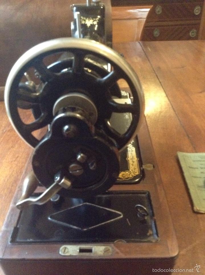 Antigüedades: Maquina de coser Singer 1925, n 28 y regalo - Foto 4 - 54929940