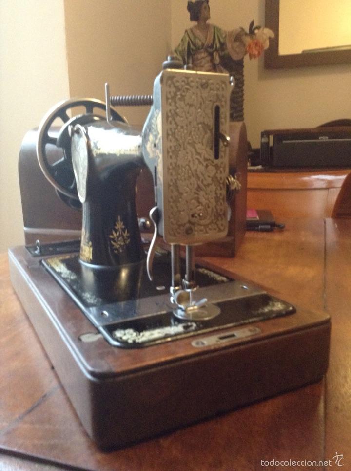 Antigüedades: Maquina de coser Singer 1925, n 28 y regalo - Foto 7 - 54929940
