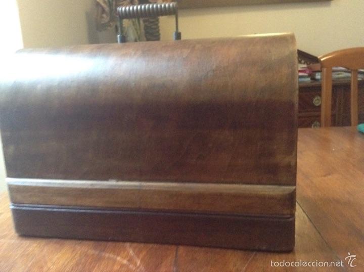 Antigüedades: Maquina de coser Singer 1925, n 28 y regalo - Foto 8 - 54929940
