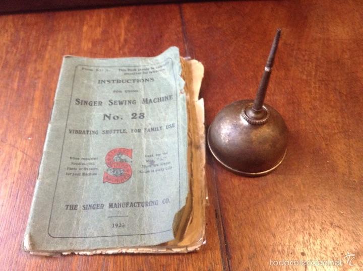 Antigüedades: Maquina de coser Singer 1925, n 28 y regalo - Foto 10 - 54929940