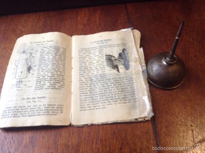 Antigüedades: Maquina de coser Singer 1925, n 28 y regalo - Foto 11 - 54929940
