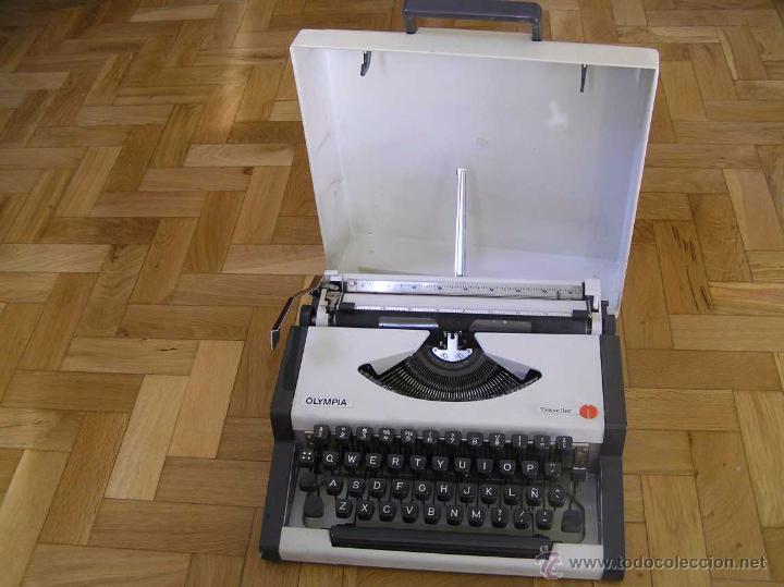 MAQUINA DE ESCRIBIR OLYMPIA TRAVELLER CON SU MALETIN TYPEWRITER. (Antigüedades - Técnicas - Máquinas de Escribir Antiguas - Olympia)