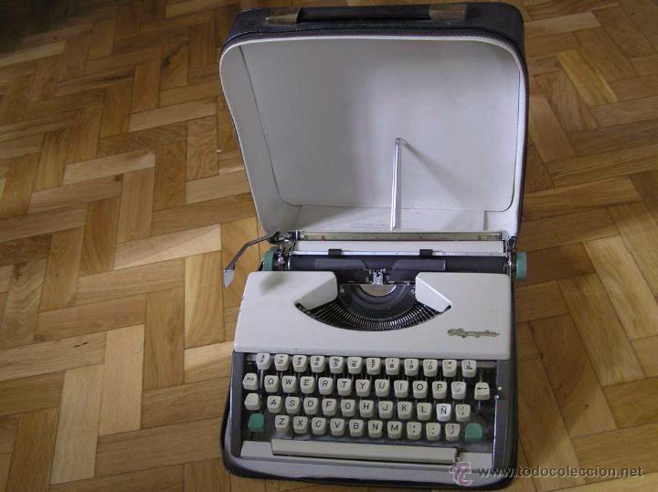 MAQUINA DE ESCRIBIR OLYMPIA DE LUXE CON MALETIN CON CREMALLERA E INSTRUCCIONES EN INGLES TYPEWRITER (Antigüedades - Técnicas - Máquinas de Escribir Antiguas - Olympia)