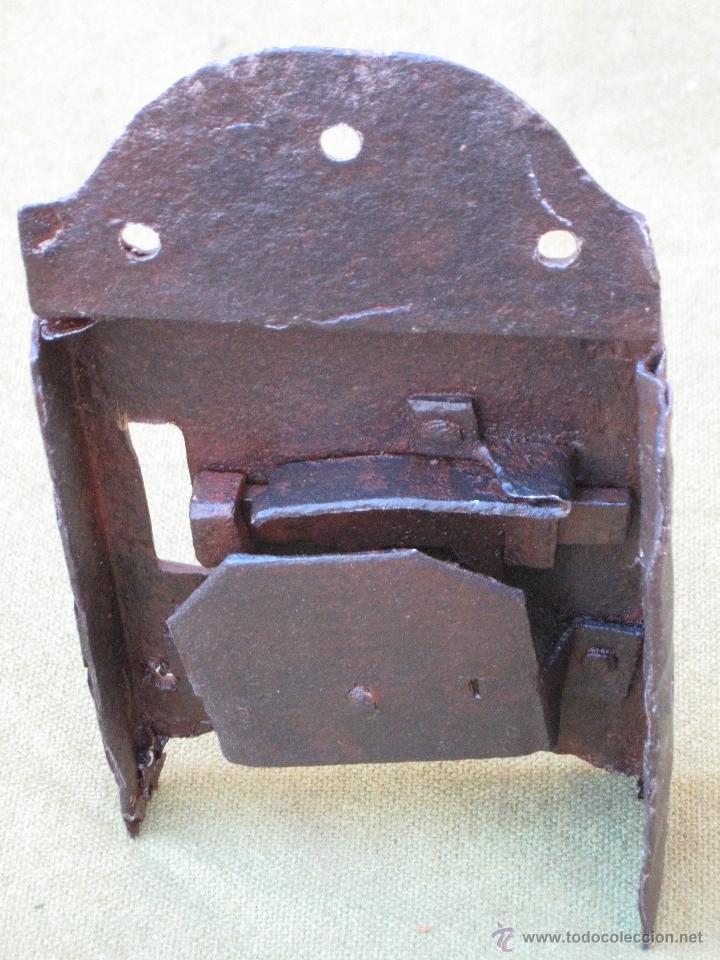 CERRADURA ANTIGUA EN HIERRO FORJADO - SIGLO XVII - XVIII. (Antigüedades - Técnicas - Cerrajería y Forja - Cerraduras Antiguas)