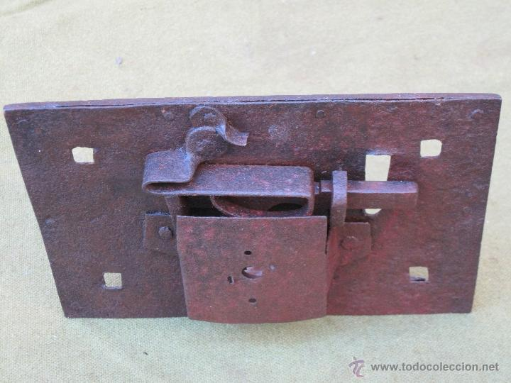 Antigüedades: CERRADURA ANTIGUA EN HIERRO FORJADO - SIGLO XVIII. - Foto 3 - 54984382