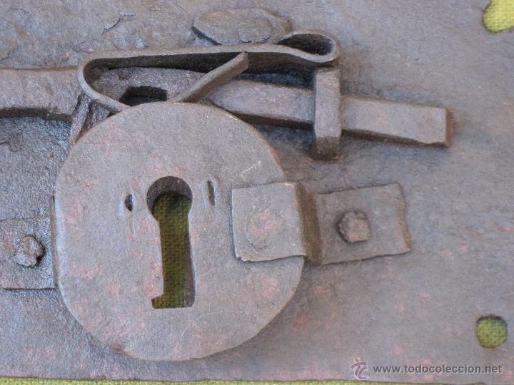 Antigüedades: CERRADURA ANTIGUA EN HIERRO FORJADO - SIGLO XVII - XVIII. - Foto 2 - 54984471