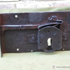 Antigüedades: CERRADURA ANTIGUA EN HIERRO FORJADO - SIGLO XVIII.. Lote 54984574