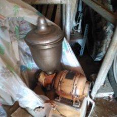 Antigüedades: MOLINILLO DE CAFÉ ANTIGUO, CON MOTOR ELÉCTRICO. Lote 36544990