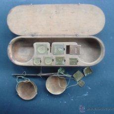 Antigüedades: COMPLETAS Y ANTIGUAS BALANZAS FRANCESAS DE PESAR MONEDAS. Lote 55066367