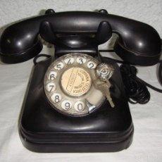 Teléfonos: ANTIGUO TELÉFONO DE SOBREMESA. COMPAÑÍA TELEFÓNICA NACIONAL DE ESPAÑA. CON CANDADO.. Lote 55124877