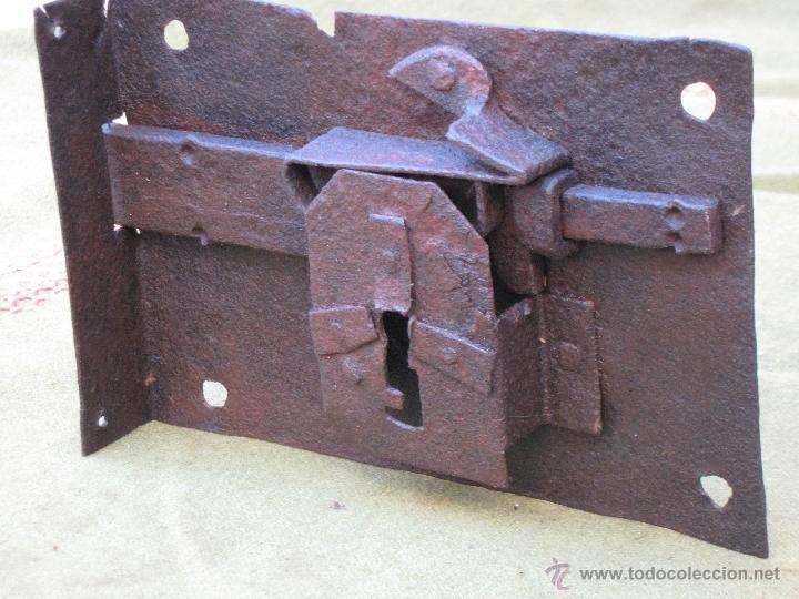 CERRADURA ANTIGUA EN HIERRO FORJADO - SIGLO XVIII. (Antigüedades - Técnicas - Cerrajería y Forja - Cerraduras Antiguas)