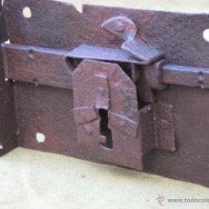 Antigüedades: CERRADURA ANTIGUA EN HIERRO FORJADO - SIGLO XVIII.. Lote 55152465
