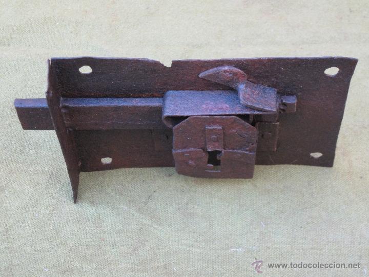 Antigüedades: CERRADURA ANTIGUA EN HIERRO FORJADO - SIGLO XVIII. - Foto 2 - 55152465