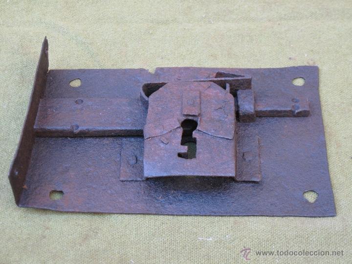 Antigüedades: CERRADURA ANTIGUA EN HIERRO FORJADO - SIGLO XVIII. - Foto 3 - 55152465