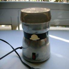 Antigüedades: ANTIGUO MOLINILLO DE CAFE TAURUS DE ALUMINIO. Lote 55157728