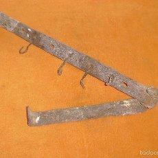 Antigüedades: ANTIGUA Y GRAN BISAGRA 88 CM. Lote 55223741