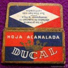 Antigüedades: FUNDA DE HOJA DE CUCHILLA DE AFEITAR ANTIGUA - DUCAL.. Lote 237325095