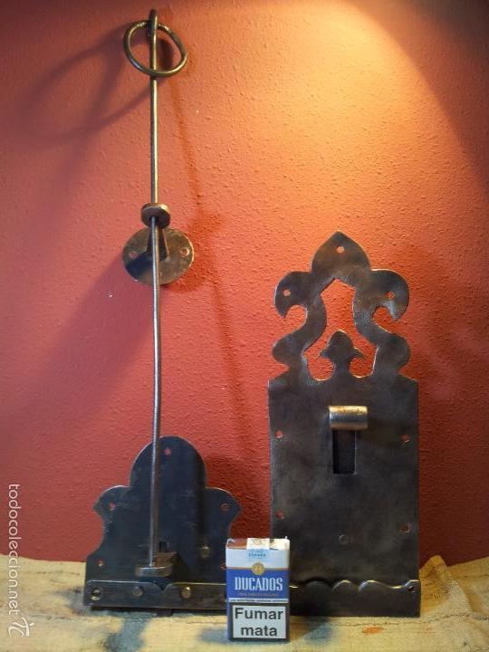 Antigüedades: JUEGO PESTILLO PASADOR CERROJO FORJA MANUAL SIGLO XIX .PARA PUERTA PORTON GRANDES DIMENSIONES - Foto 37 - 55399277