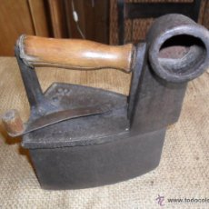 Antigüedades: PLANCHA DE CARBÓN CON CHIMENEA ANTIGUA. Lote 55459070