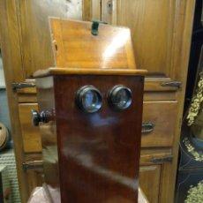 Estereoscopio antigüo Victoriano, en caoba, finales s XIX, con 46 fotos estereo,