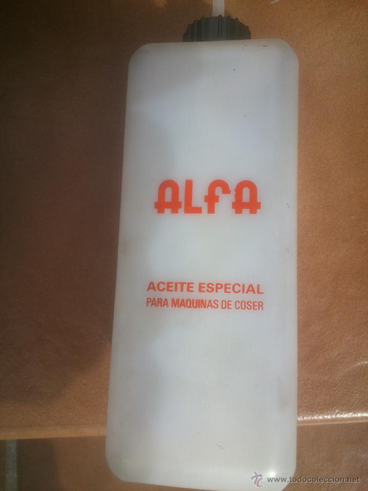 Antigüedades: ACEITERA DE PLASTICO ALFA ACEITE ESPECIAL MAQUINAS DE COSER - Foto 2 - 55686247