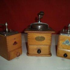 Antigüedades: DE MADERA LOTE DE TRES MOLINILLOS DE CAFE EN BUEN ESTADO. Lote 55713890