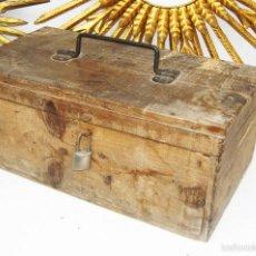 Antigüedades: PRECIOSA GRAN CAJA HERRAMIENTAS DE MADERA IDEAL USO Y DAR UN AIRE DECORACION INDUSTRIAL. Lote 55730498