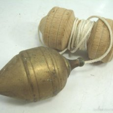 Antigüedades: ANTIGUA PLOMADA DE BRONCE- ALBAÑIL - 9.5 CMS - 156 GRS VACIA. Lote 55733104