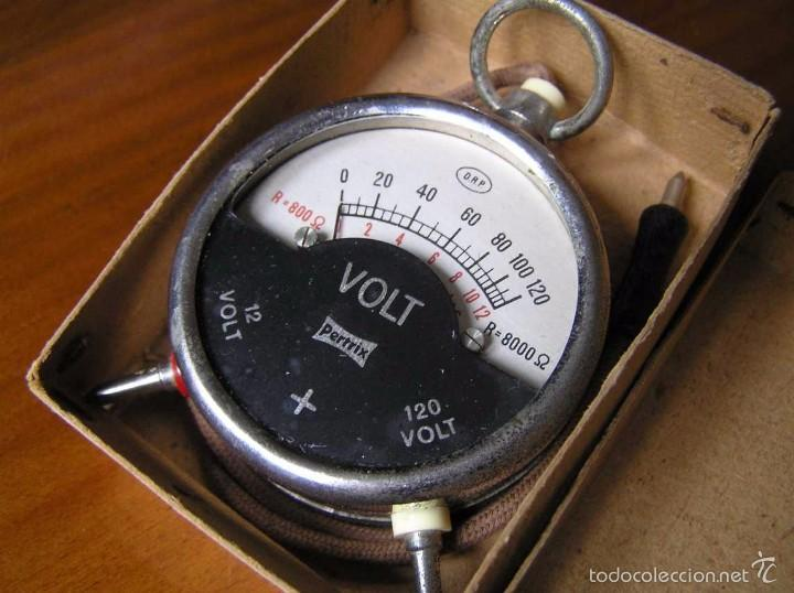 Antigüedades: ANTIGUO VOLTIMETRO DE BOSILLO EN SU CAJA ORIGINAL ANTIQUE POCKET VOLTMETER - Foto 1 - 55818580