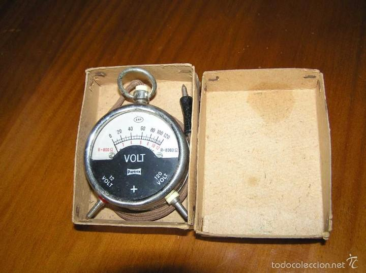 Antigüedades: ANTIGUO VOLTIMETRO DE BOSILLO EN SU CAJA ORIGINAL ANTIQUE POCKET VOLTMETER - Foto 2 - 55818580