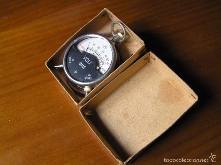 Antigüedades: ANTIGUO VOLTIMETRO DE BOSILLO EN SU CAJA ORIGINAL ANTIQUE POCKET VOLTMETER - Foto 3 - 55818580