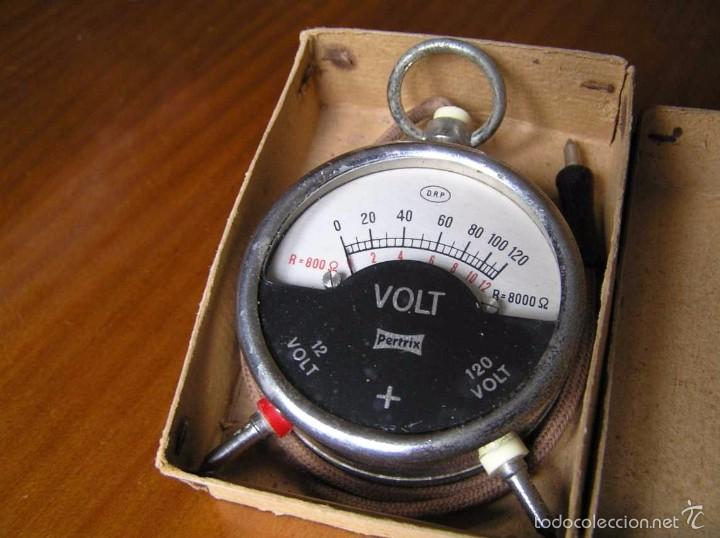 Antigüedades: ANTIGUO VOLTIMETRO DE BOSILLO EN SU CAJA ORIGINAL ANTIQUE POCKET VOLTMETER - Foto 4 - 55818580