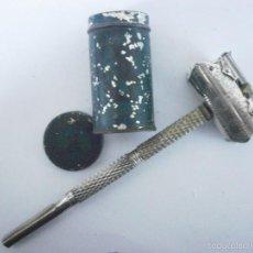 Antigüedades: MAQUINILLA DE AFEITAR SCHUTZMARKE AMERICAN SHAPE BEST SAFETY RAZOR, COMPLETO Y ORIGINAL. Lote 55937397