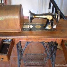 Antigüedades: MAQUINA DE COSER SINGER. Lote 245569265