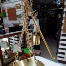 Antigüedades: PEQUEÑA ROMANA O BASCULA DE TRES GANCHOS PARA COLGAR. Lote 56024120