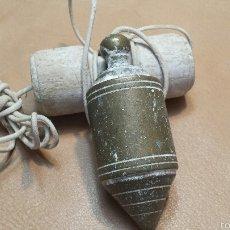 Antigüedades: MUY ANTIGUA PLOMADA ALBAÑIL. Lote 56033785
