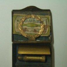 Antigüedades: MINI MAQUINILLA DE AFEITAR PARA MUJER MARCA THE LAUREL MIDE 2 X 2.5 CM.. Lote 56036411