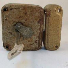 Antigüedades: ANTIGUA CERRADURA CON LLAVE. Lote 56053307