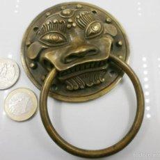 Antigüedades: ANTIGUO TIRADOR EN BRONCE HECHO A MANO EN TAILANDIA - GRANDE MEDIDAS. Lote 56129453