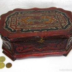 Antigüedades: ANTIGUA CAJA COSTURERO TALLA MADERA. Lote 56166496