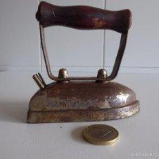 Antigüedades: PLANCHA ELÉCTRICA DE VIAJE MUY PEQUEÑA. Lote 56327076