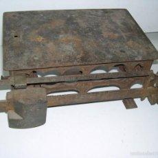 Antigüedades: BONITA BASCULA DE HIERRO. Lote 56381897