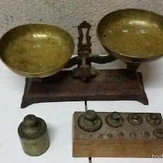 Balanza bascula de platos y juego de pesas