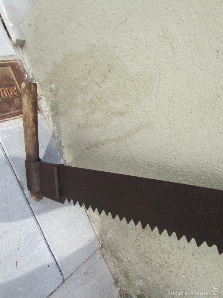 Antigüedades: SIERRA o SERRÓN para TALAR TRONCOS para cuatro manos. Muy larga:1,26 metros - Foto 2 - 56500834