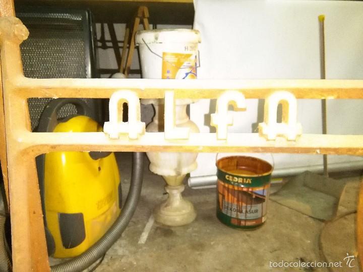 Antigüedades: maquina de coser alfa con pie - Foto 18 - 56538741