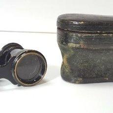 Antigüedades: BINOCULARES DE OPERA EN METAL. FUNDA ORIGINAL. AÑOS 30 / 40.. Lote 56565434