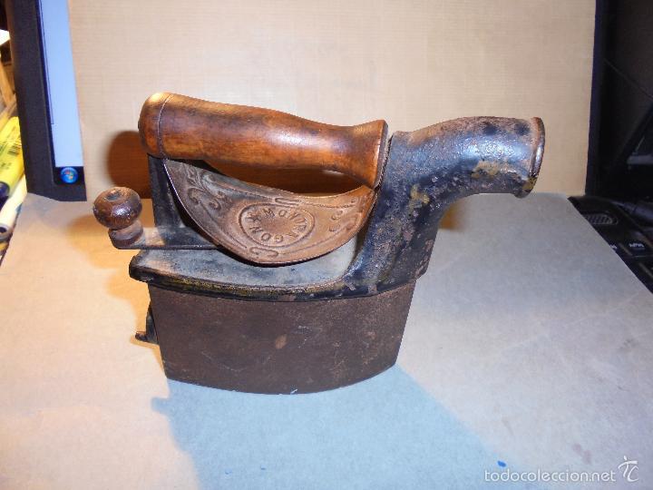 Antigüedades: ANTIGUA PLANCHA DE CARBON EN MINIATURA UNION CERRAJERA MONDRAGON , HIERRO Y MADERA , ORIGINAL DE EP - Foto 2 - 56594619
